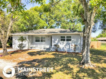 2124 NE Coachman Rd 2 Beds House for Rent Photo Gallery 1