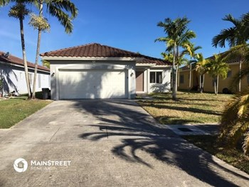880 SW 6th St 4 Beds House for Rent Photo Gallery 1
