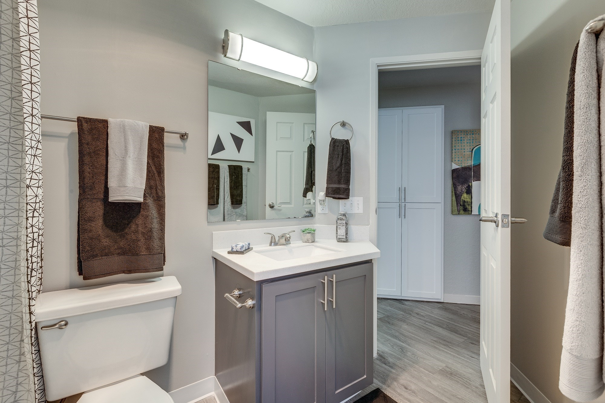 Skyview 3322 Model Bathroom