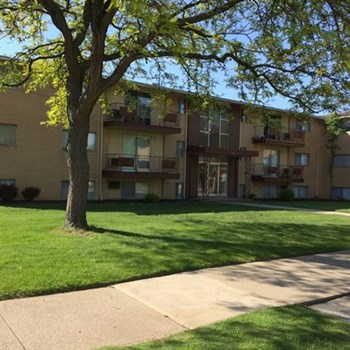 6961 Pearl Rd. Unit 2 1-2 Beds Apartment for Rent Photo Gallery 1