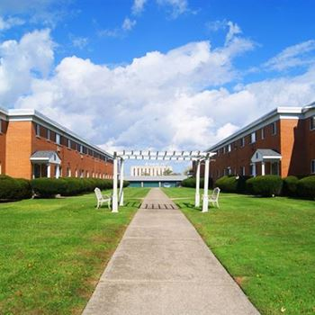 36175 Kilarney Rd. 1-2 Beds Apartment for Rent Photo Gallery 1