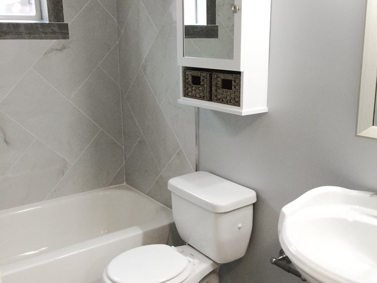 Eastlake Terrace 1 Bedroom Bathroom