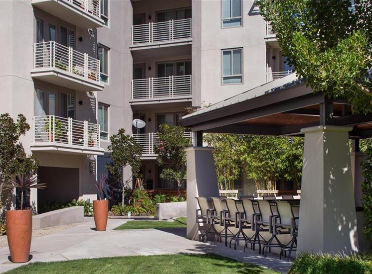 Courtyard at Carabella at Warner Center Apartments in Woodland Hills CA