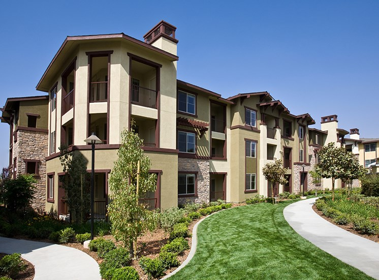 Green Landscaping at Dakota Apartments in Winchester CA