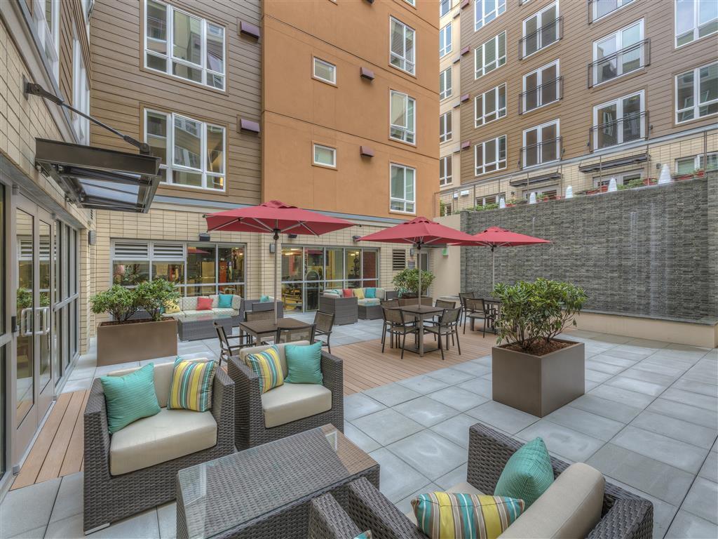 Outdoor Grill and BBQ area at Main Street Flats, Bellevue,Washington