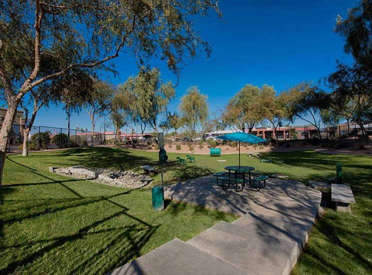 Beautiful Landscaping and Park-like Setting at Residences at FortyTwo25, Phoenix