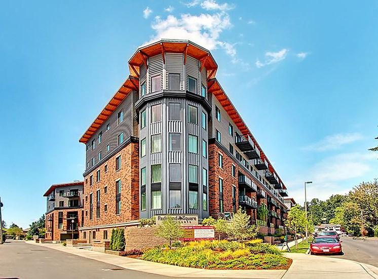 Renovated Apartment Homes Available at Redmond Square, Redmond,Washington