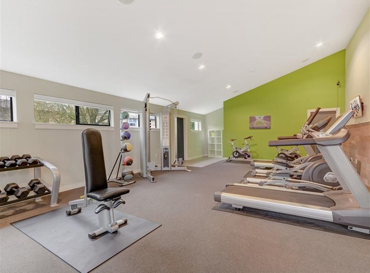 Fitness center at Grammercy Apartment Homes in Renton WA