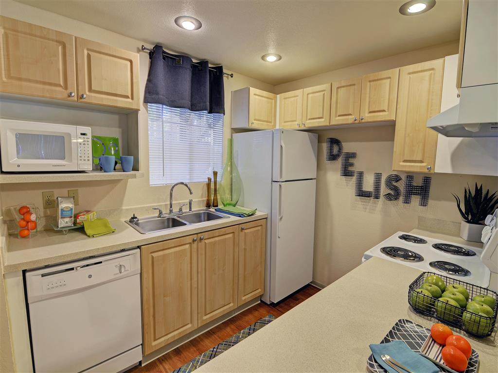 High Quality Kitchen At The Mark On 4th Apartments In Everett WA