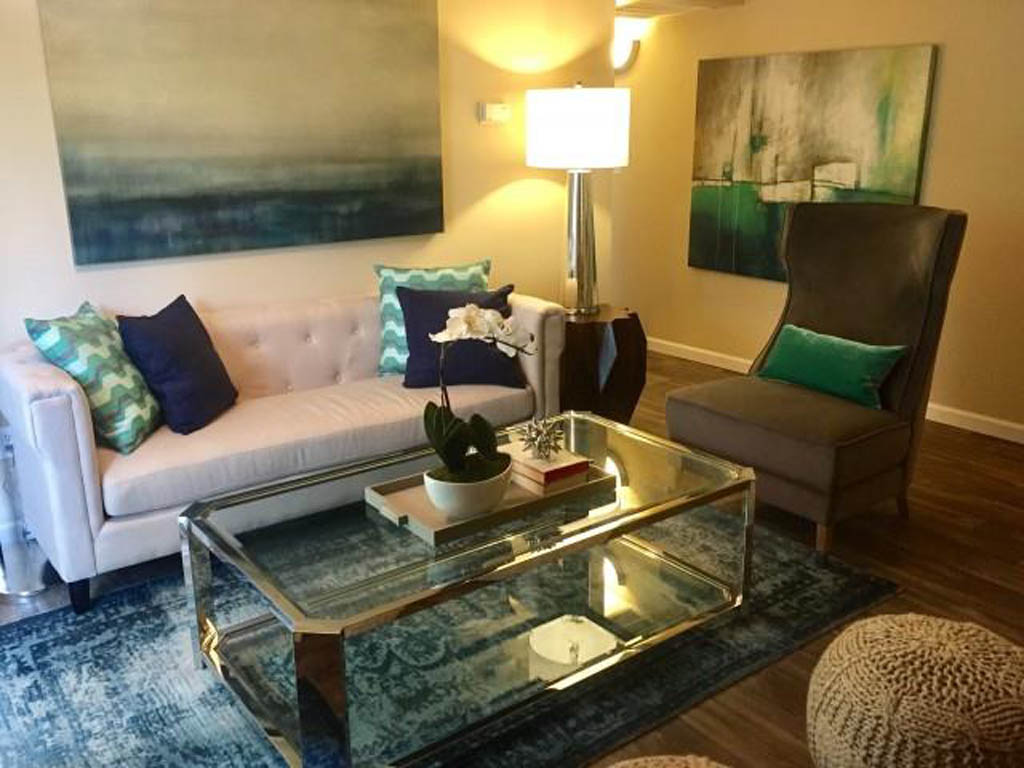 Genial Living Room At The Retreat At Maple Hill Apartments In Federal Way WA