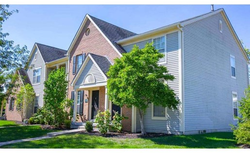 Townhomes with finished basement at Perimeter Lakes Apartments in Dublin Ohio
