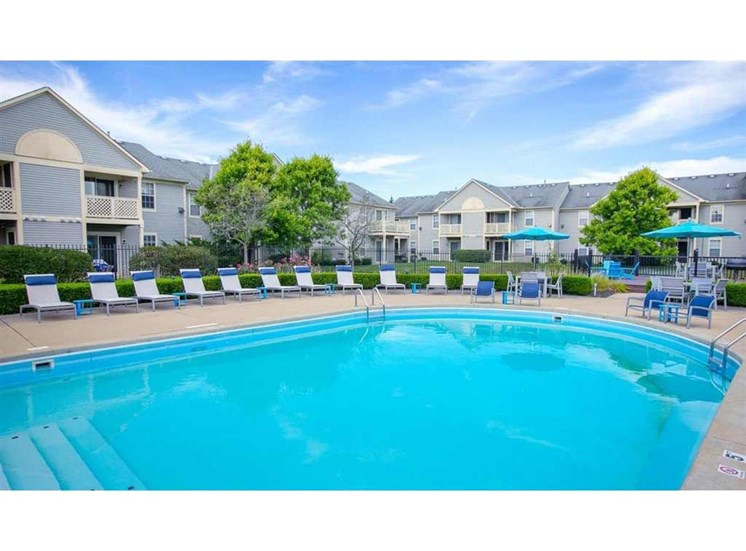Beautiful swimming pool at Perimeter Lakes Apartments in Dublin Ohio