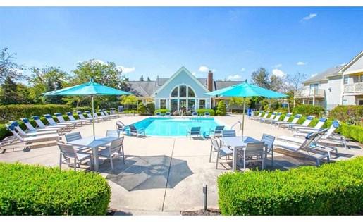 Enjoy free poolside WiFi at Perimeter Lakes Apartments in Dublin Ohio
