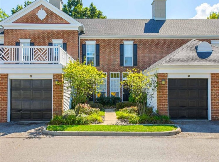 Private apartment entrance at the townhomes at Residence at Christopher Wren in Gahanna, OH