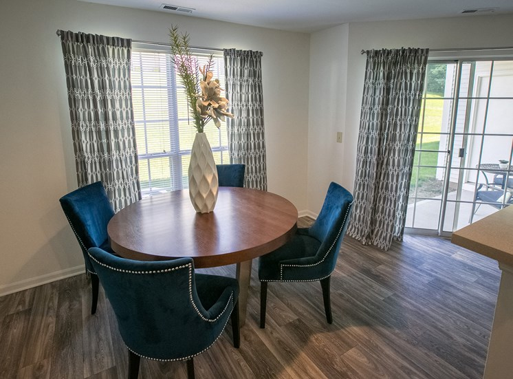 Dining Area at Kensington Grove Apartments in Westerville OH