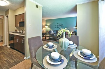 1615 Stoneleigh Ct 1 Bed Apartment for Rent Photo Gallery 1