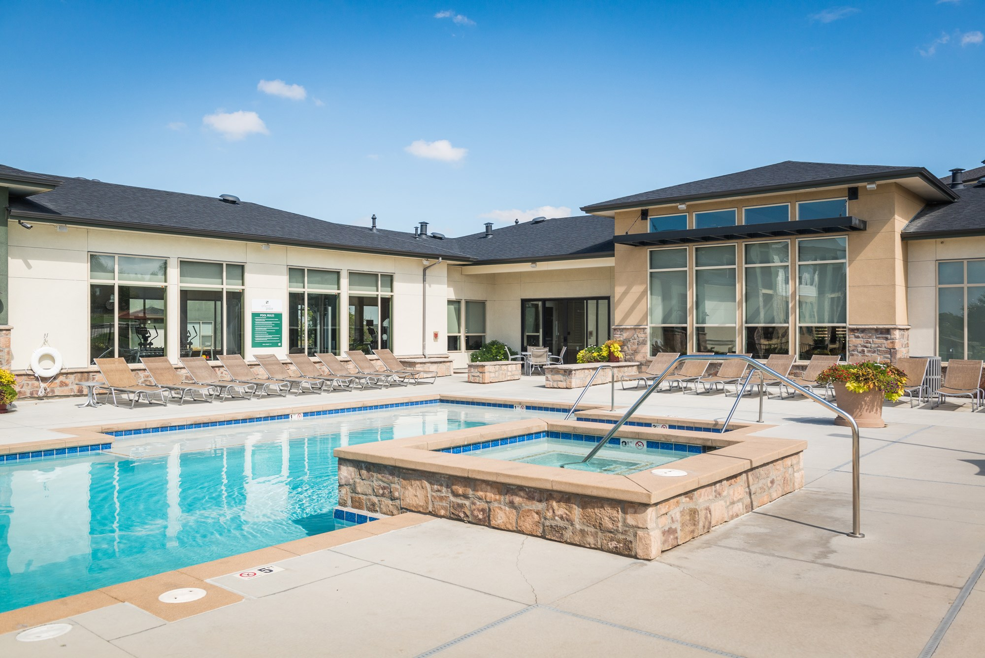 Swimming Pool and Spa at Arterra Place Apartments in Aurora, CO