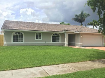 12749 SW 207 Terrace 3 Beds House for Rent Photo Gallery 1