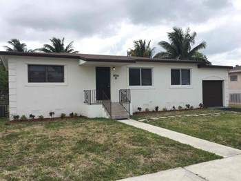 18000 NW 6 Court 3 Beds House for Rent Photo Gallery 1