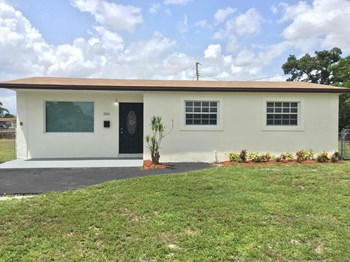 3361 NW 209 Terrace 3 Beds House for Rent Photo Gallery 1