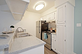 950 East Southern Avenue Studio-2 Beds Apartment for Rent Photo Gallery 1