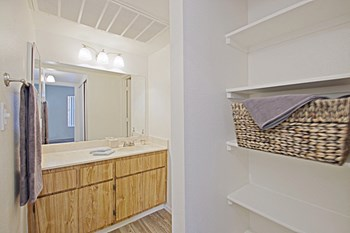 333 East Van Buren Street 2 Beds Apartment for Rent Photo Gallery 1