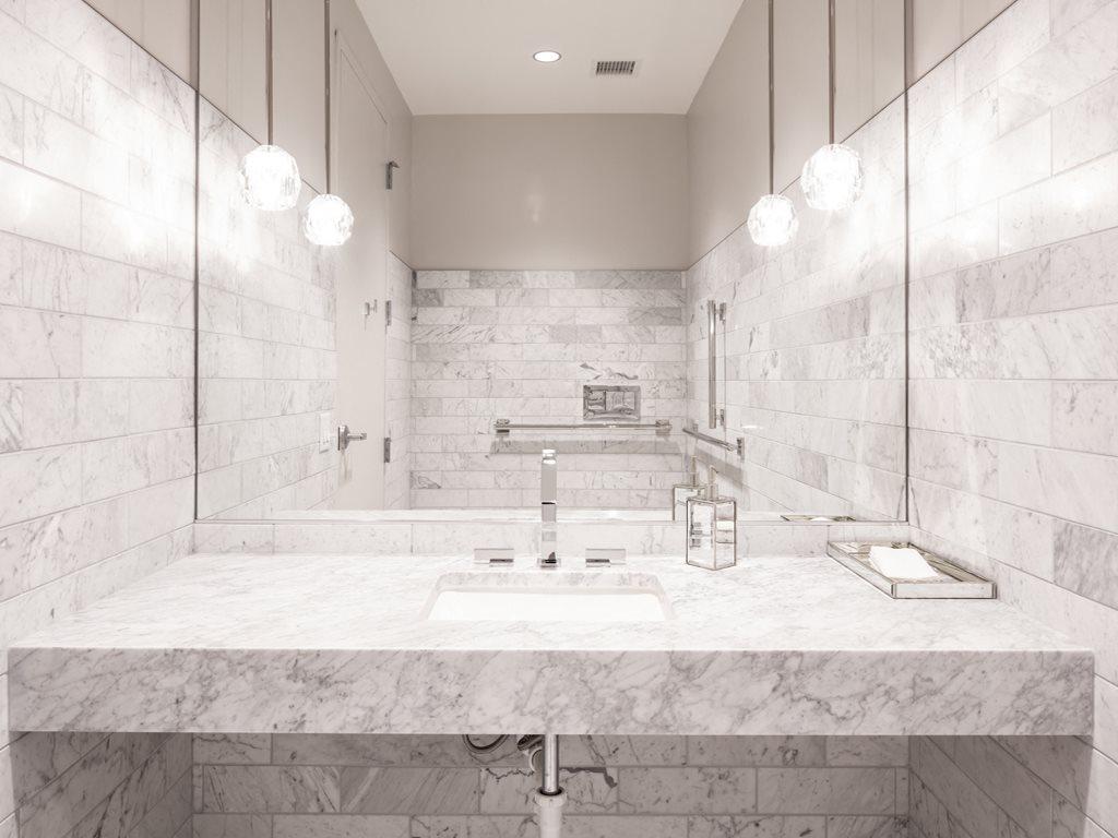 365 Nicollet bathroom