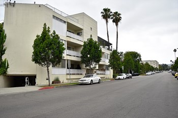 223 Lasky Dr / 9904-9922 Robbins Dr 2-3 Beds Apartment for Rent Photo Gallery 1