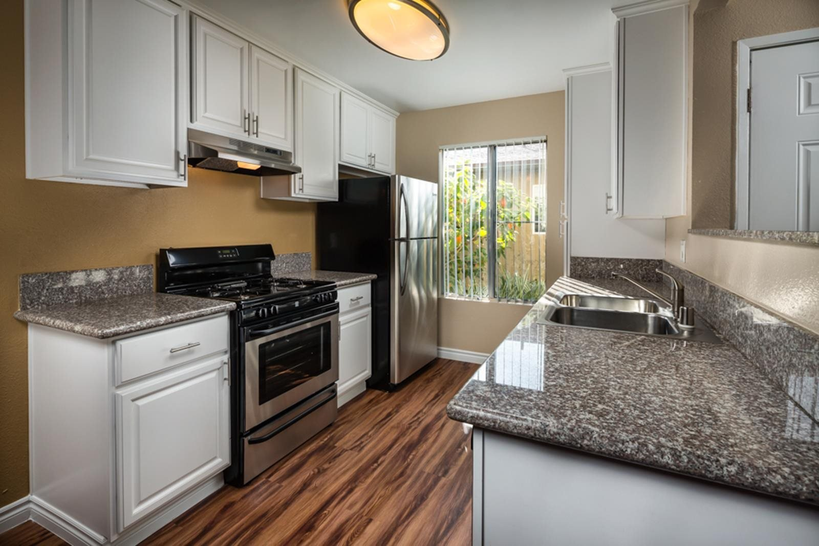 Whispering Oaks Apartments In San Marcos Ca
