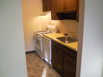 2900/2901 Gardentown Dr., S. W 1 Bed Apartment for Rent Photo Gallery 1