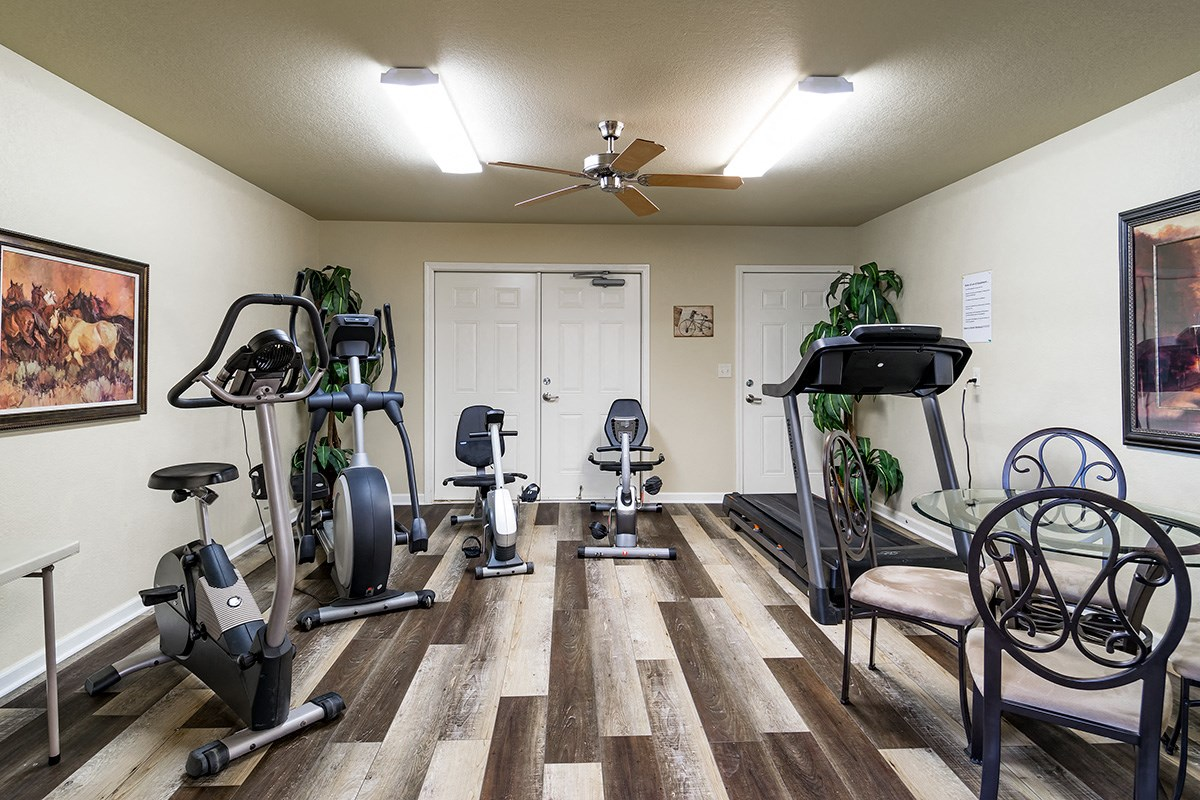 The fitness room at Gardens of Weatherford