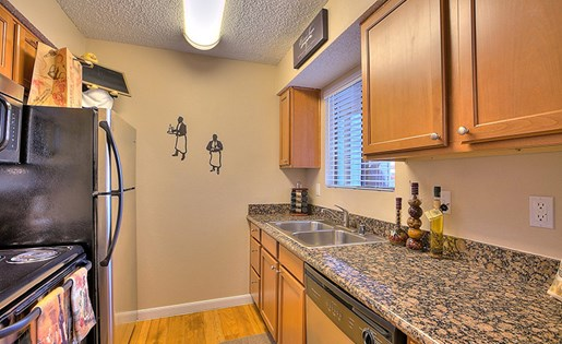 Apartments for Rent in Albuquerque, NM - Mountain Run Apartments Kitchen