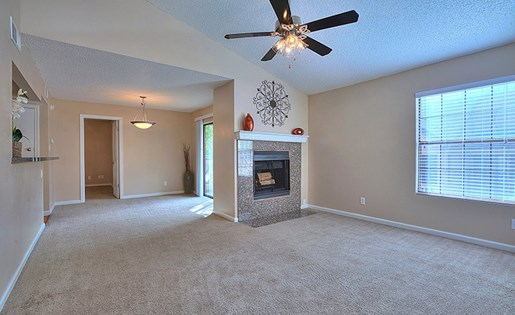 Apartments for Rent in Albuquerque, NM - Mountain Run Apartments Living Room