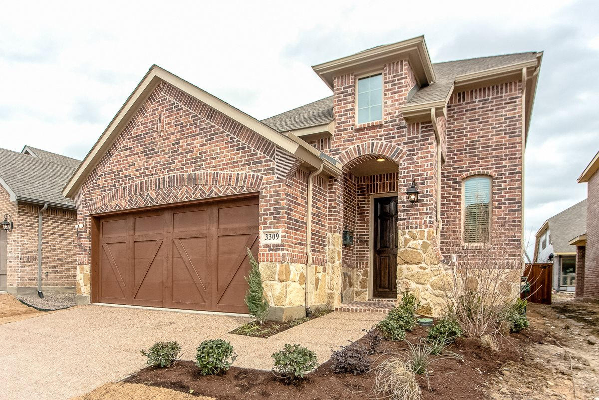 Upscale Luxury Rental Home Exterior at Cottages at the Realm, Luxury Homes for rent in Castle Hills, Texas 75056