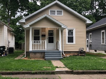 206 N Sutphin Street 2 Beds House for Rent Photo Gallery 1