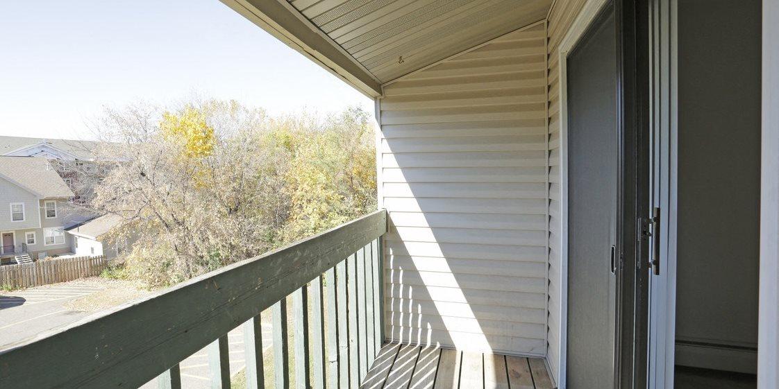 oakmont apartments balcony quiet community