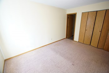 13332 Parkwood Drive 3 Beds Townhouse for Rent Photo Gallery 1
