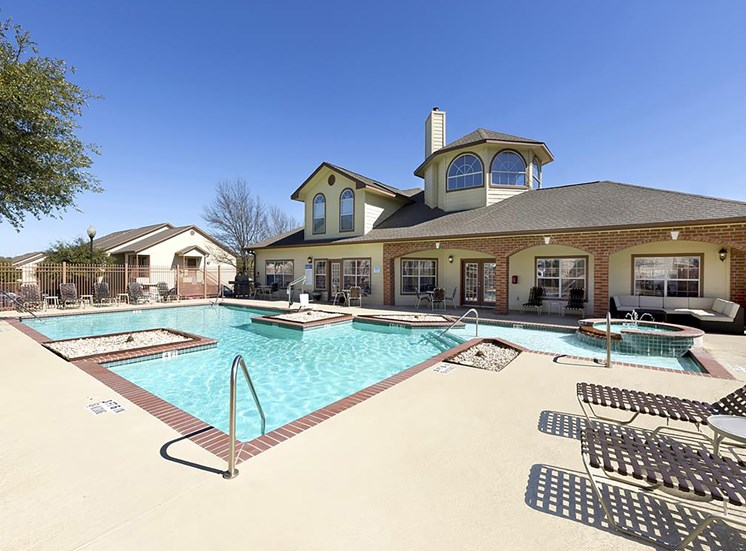Sparkling Swimming Pool at Clear Creek Meadows, Copperas Cove , TX