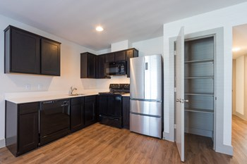 4300 Rosslyn 1-2 Beds Apartment for Rent Photo Gallery 1