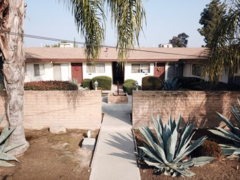 584 E Manning Ave 2 Beds Apartment for Rent Photo Gallery 1