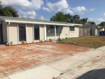 1172 SW 1 Terrace 3 Beds House for Rent Photo Gallery 1