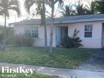 2301 NW 1St St 4 Beds House for Rent Photo Gallery 1