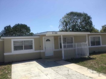3196 North Seacrest Blvd 3 Beds House for Rent Photo Gallery 1