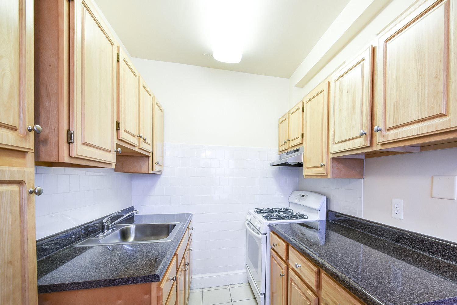 Wakefield-Hall-Kitchen-Cabinets-and-Counter-Tops