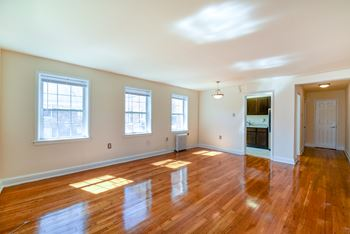1812 23rd St SE Studio-2 Beds Apartment for Rent Photo Gallery 1