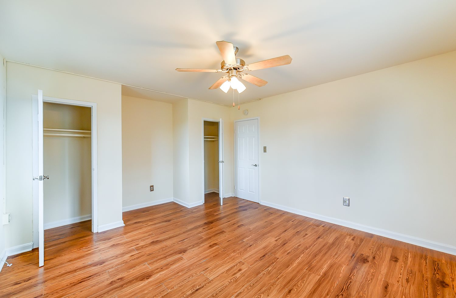 New-Horizon-Apartments-Bedroom-Closets-and-Ceiling-Fan
