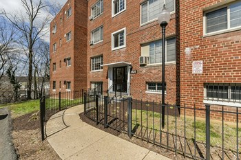2607 Naylor Rd SE 1-2 Beds Apartment for Rent Photo Gallery 1