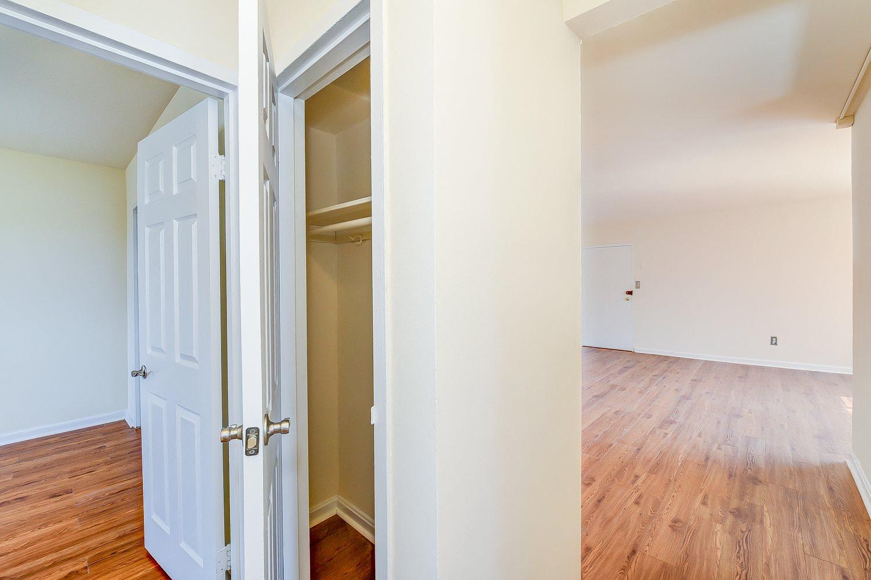 New-Horizon-Apartments-Linen-Closet