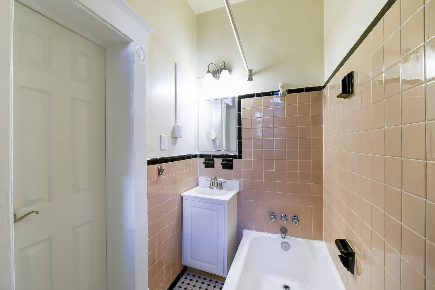 Dupont-Apartments-Bathroom