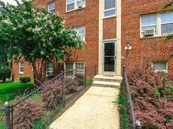 120 Trenton Pl SE 1-2 Beds Apartment for Rent Photo Gallery 1